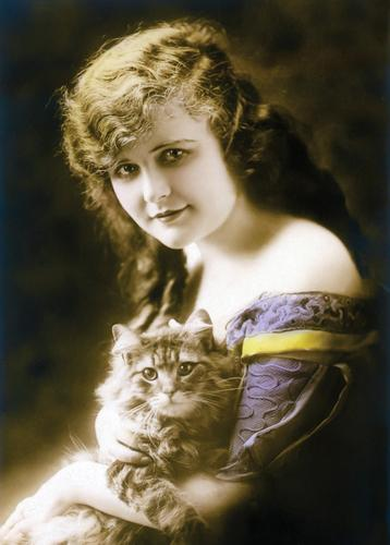 girl with cat - picture 1