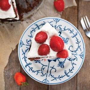 Postcard summer cake with strawberries