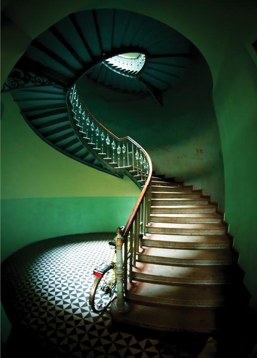 staircase and bicycle - picture 1